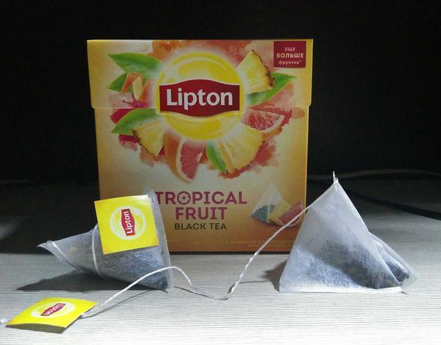 стоимость Чай черный Lipton Tropical Fruit байховый ароматизированный с кусочками фруктов, 20пак.