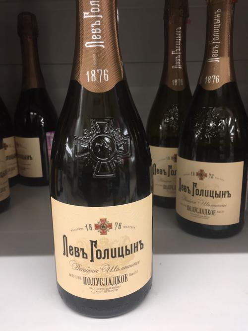 """описание """"Левъ Голицынъ"""" Шампанское  белое полусладкое"""