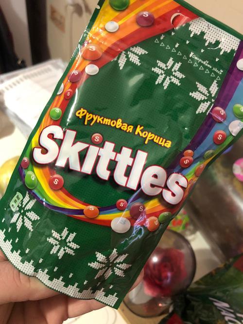 цена Драже Skittles Фруктовая корица в сахарной глазури с ароматами яблока-корицы вишни-корицы лимона-корицы апельсина-корицы и чёрной смородины-корицы, 100г