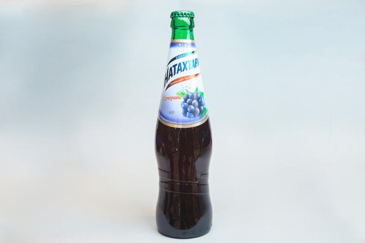 """Газированный напиток """"Натахтари"""", """"Саперави"""""""