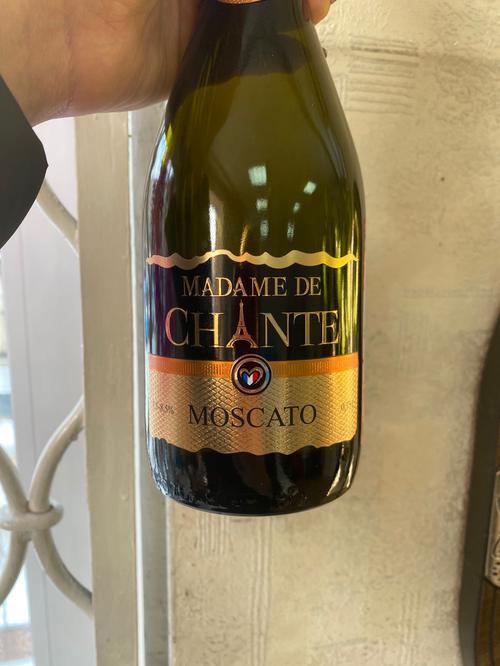 Напиток винный оригинальный газированный белый сладкий МАДАМ ДЕ ШАНТЕ МОСКАТО (MADAME DE CHANTE MOSCATO) 7,5%-8,5%