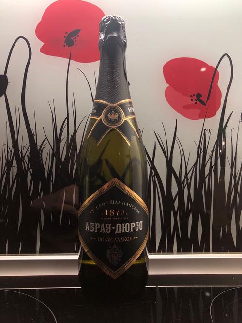 """описание Российское шампанское полусладкое белое """"Абрау-Дюрсо"""""""