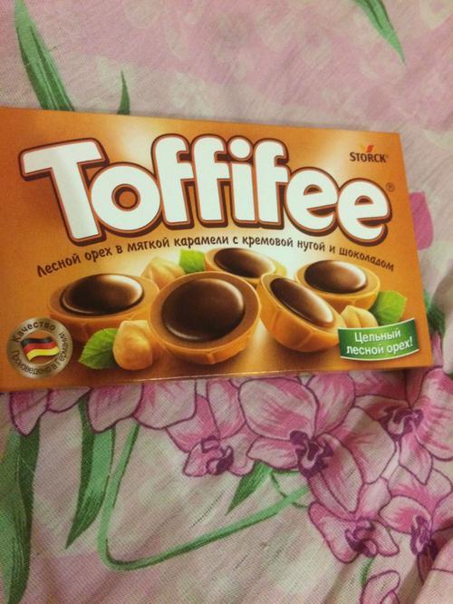 """фото2 Конфеты """"Тоффифи"""" (Toffifee) Лесной Орех в карамельной чашечке с нугой и шоколадом, 125гр."""