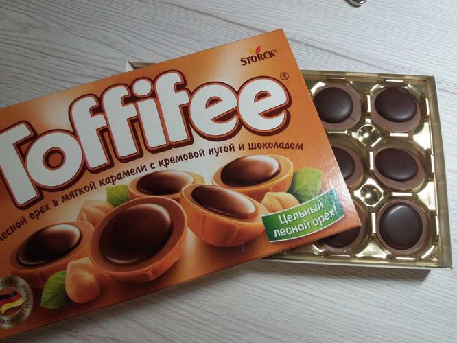 цена Toffifee 125g (Лесной Орех в карамельной чашечке с нугой и шоколадом)