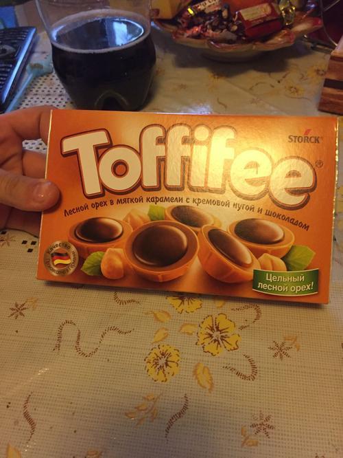 """фото5 Конфеты """"Тоффифи"""" (Toffifee) Лесной Орех в карамельной чашечке с нугой и шоколадом, 125гр."""