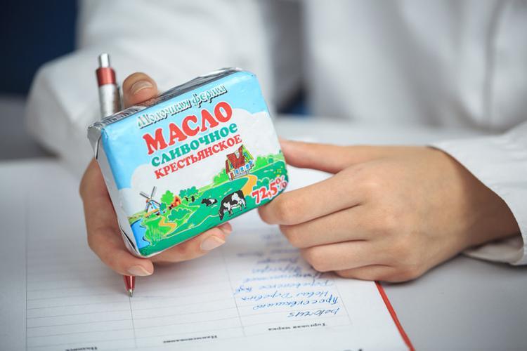"""Сливочное масло """"Молочная ферма"""" Крестьянское 72,5%"""