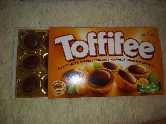 """фото1 Конфеты """"Тоффифи"""" (Toffifee) Лесной Орех в карамельной чашечке с нугой и шоколадом, 125гр."""