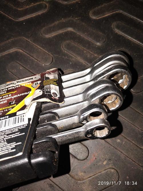 Набор из 8 комбинированных ключей.