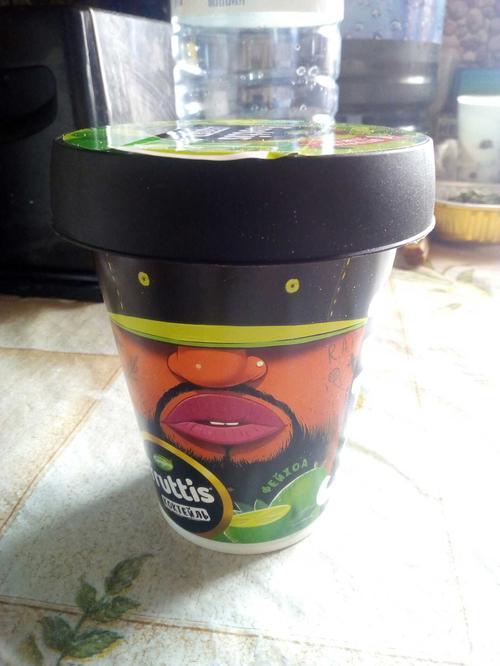отзыв Коктейль йогуртный пастеризованный с соком фейхоа. Массовая доля жира 2,5%.