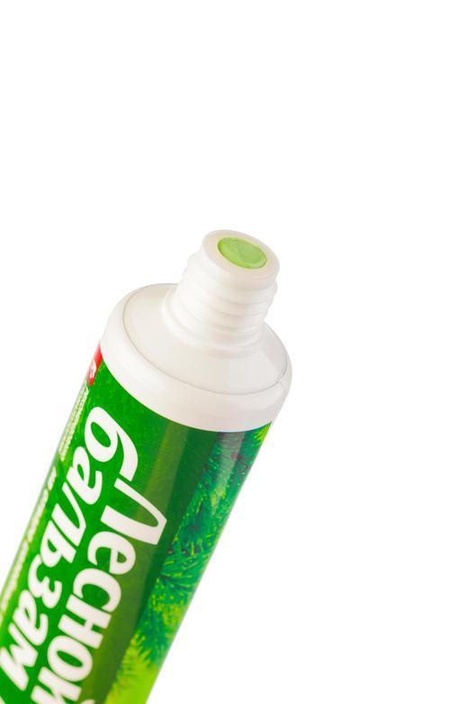 отзыв Лечебно-профилактическая зубная паста с экстрактами прополиса и зверобоя на отваре трав