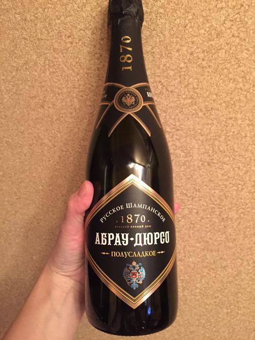"""фото Российское шампанское полусладкое белое """"Абрау-Дюрсо"""""""