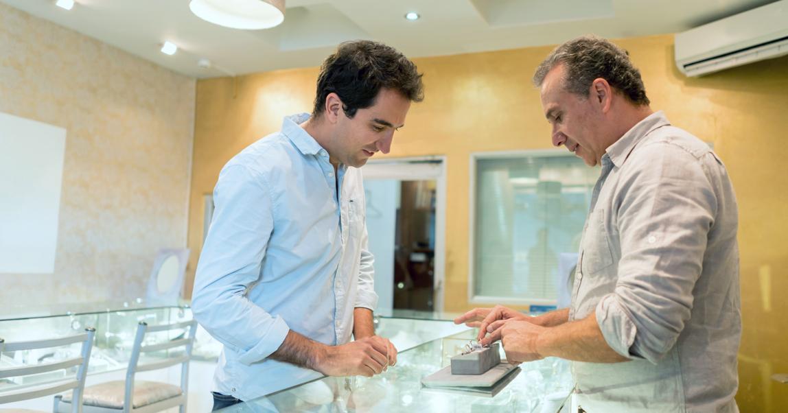 Честность как инструмент продаж: почему надо рассказывать клиентам о своих недостатках