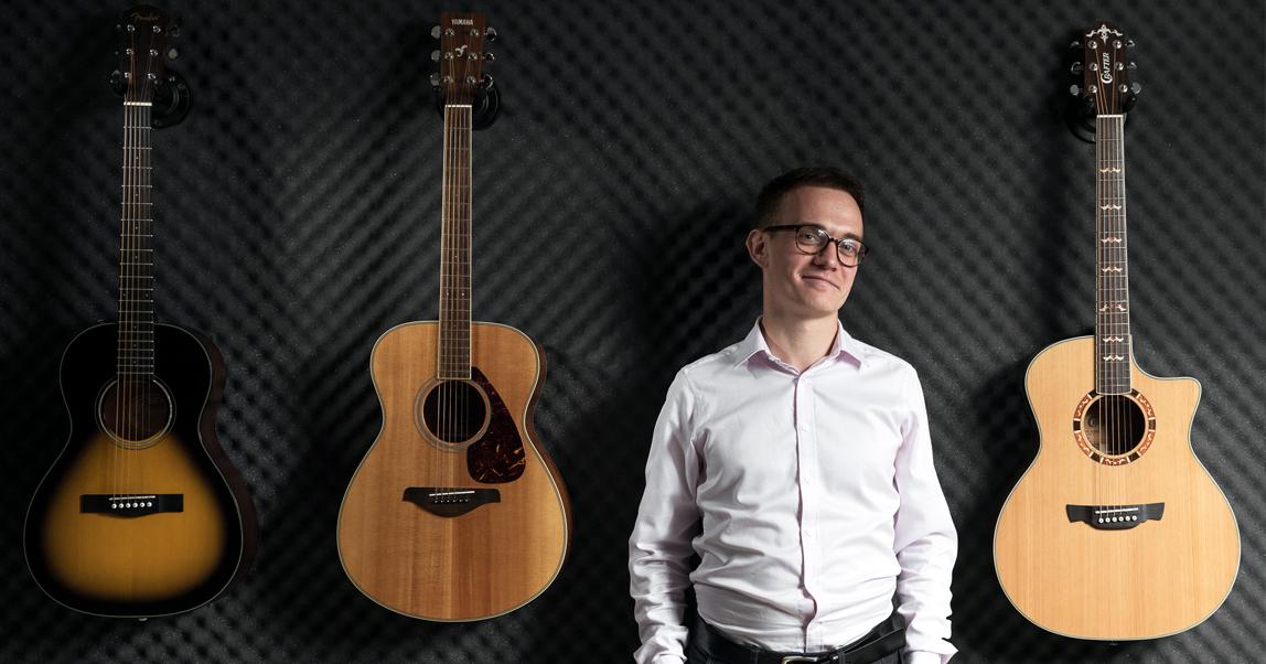 Guitardo: как выпускник Гнесинки создал школу гитары в Москве (и зачем снимает клипы для 8-летних рэперов)