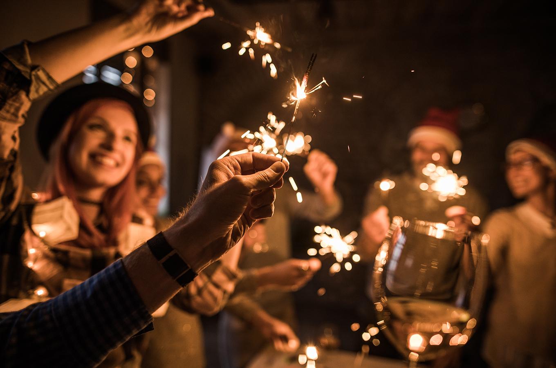 Как отпраздновать Новый год с коллегами и партнёрами, сделать всех счастливыми и не разориться