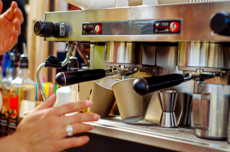 «Надо складывать два плюс два». Артемий Лебедев — о том, почему не взлетают честные кофейни - Бизнес новости в журнале Inc.Russia
