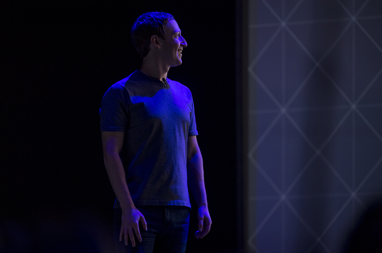 Слиться и поглотить: как отели, медиа и магазины безуспешно воюют с Facebook, Google и Amazon