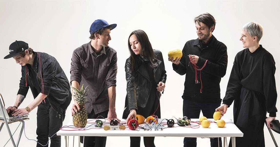 Playtronica: научить людей извлекать звуки из овощей и мыла и заработать миллионы