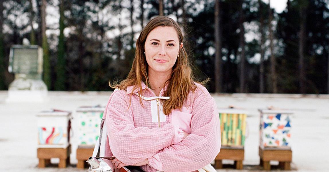 Это «ж-ж-ж» — неспроста: как 25-летняя предпринимательница построила бизнес на спасении пчел