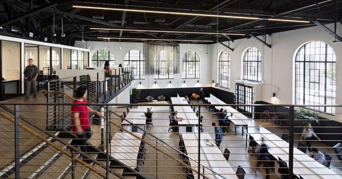 Качели, собаки и комнаты для медитации: офисы самых крутых стартапов Америки