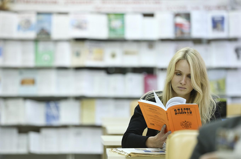 На книжном рынке сливаются крупные издательства и магазины. Что изменится для мелких игроков?