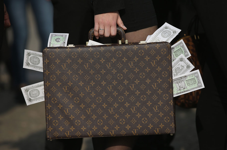 Спасаемся от рубля: как открыть валютный счет