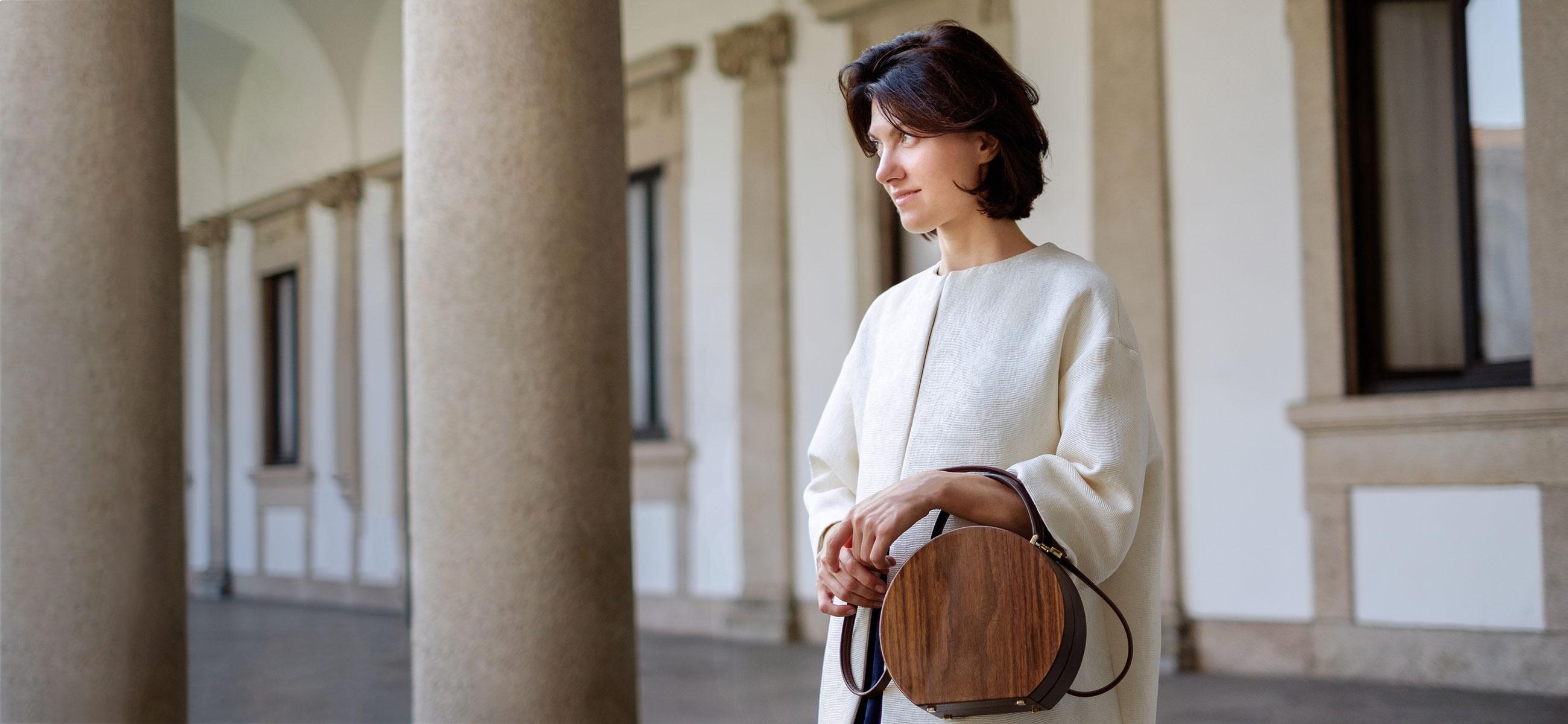 e8b4e1c702e2 Тяжелый люкс: деревянные сумки BU Wood, которые Ксения Собчак ...