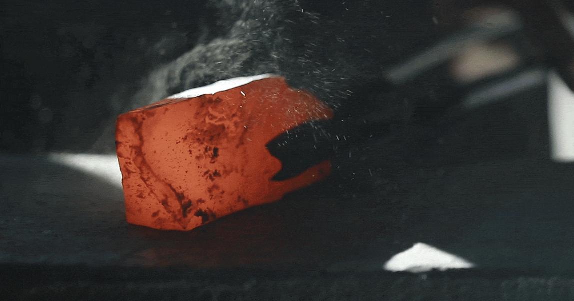Крафтовые и ламповые: как варят русскую кочетту, печатают на винтажных станках и куют железо, пока горячо