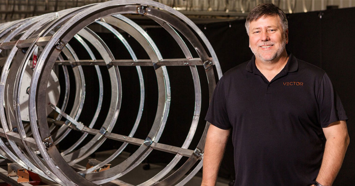 Он работал в России, помогал Илону Маску, атеперь вырастил конкурента SpaceX