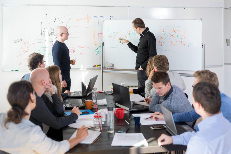 ИИ-стартапам в сферах финансов, здравоохранения и энергетики вручат премию на конференции A!ONE