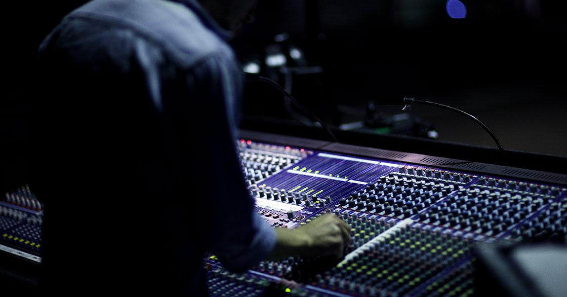 С миру по нотке: как в России зарабатывают на музыке длябизнеса