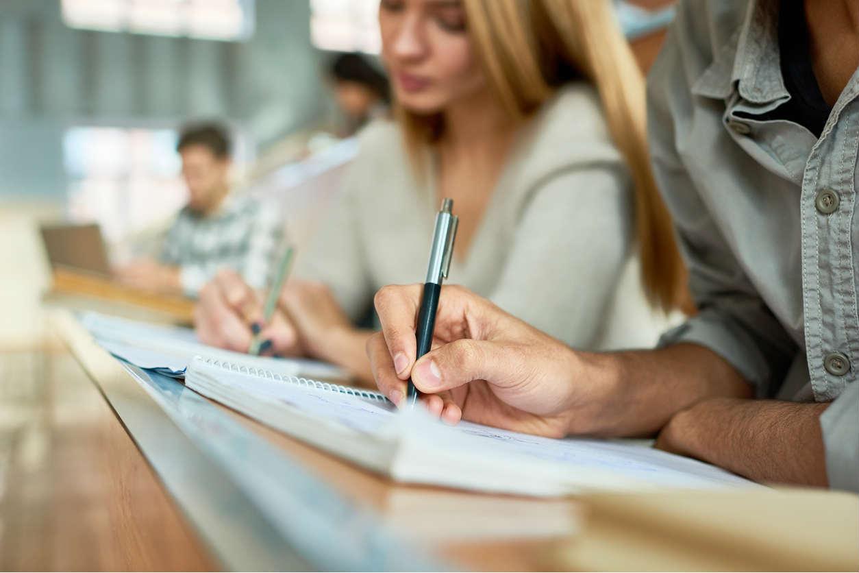 «Худшая инвестиция — это образование». Основатель amoCRM — о том, на что лучше потратить деньги