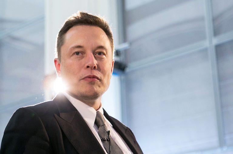 Показательные выступления: Илон Маск на Tesla Cybertruck- журнал За рулем