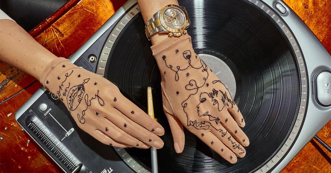Как благодаря карантинным мерам и инстаграму в России взлетает бренд тату-перчаток Glove.me