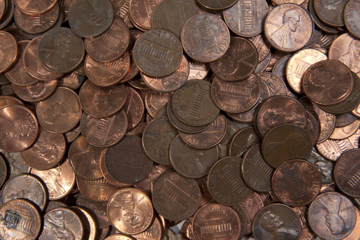 Автосервис рассчитался с уволившимся сотрудником 230 кг грязных монет. Он обвинял работодателя в токсичности