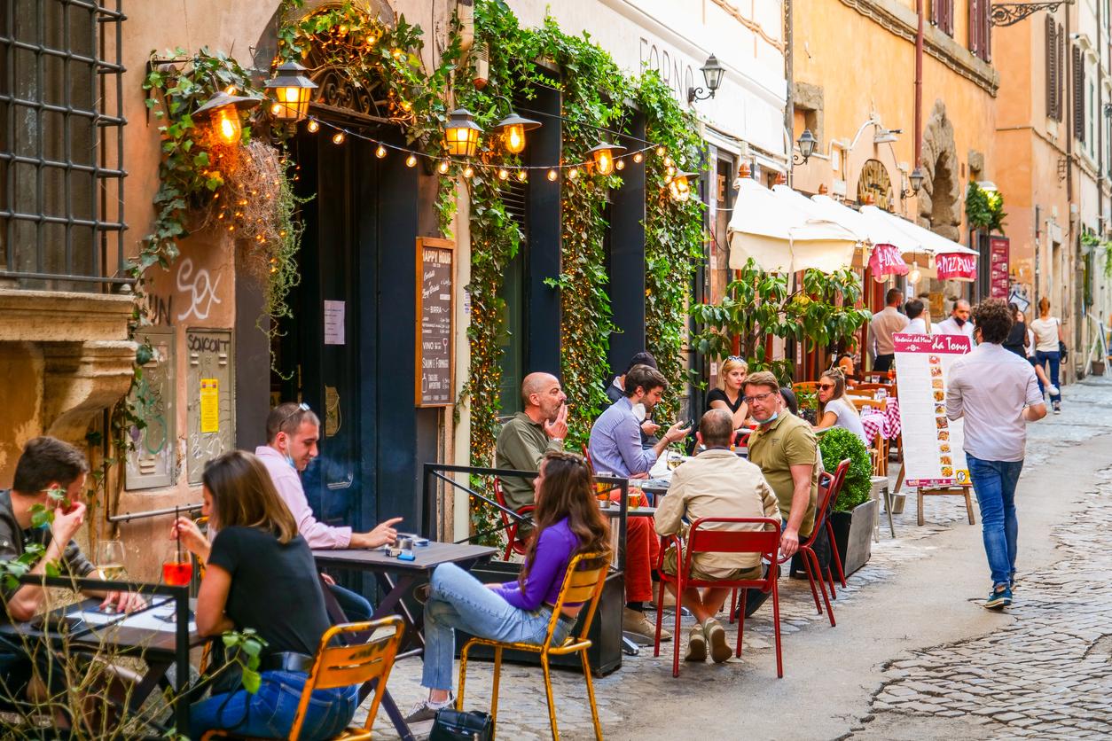 Италия начнет принимать российских туристов летом