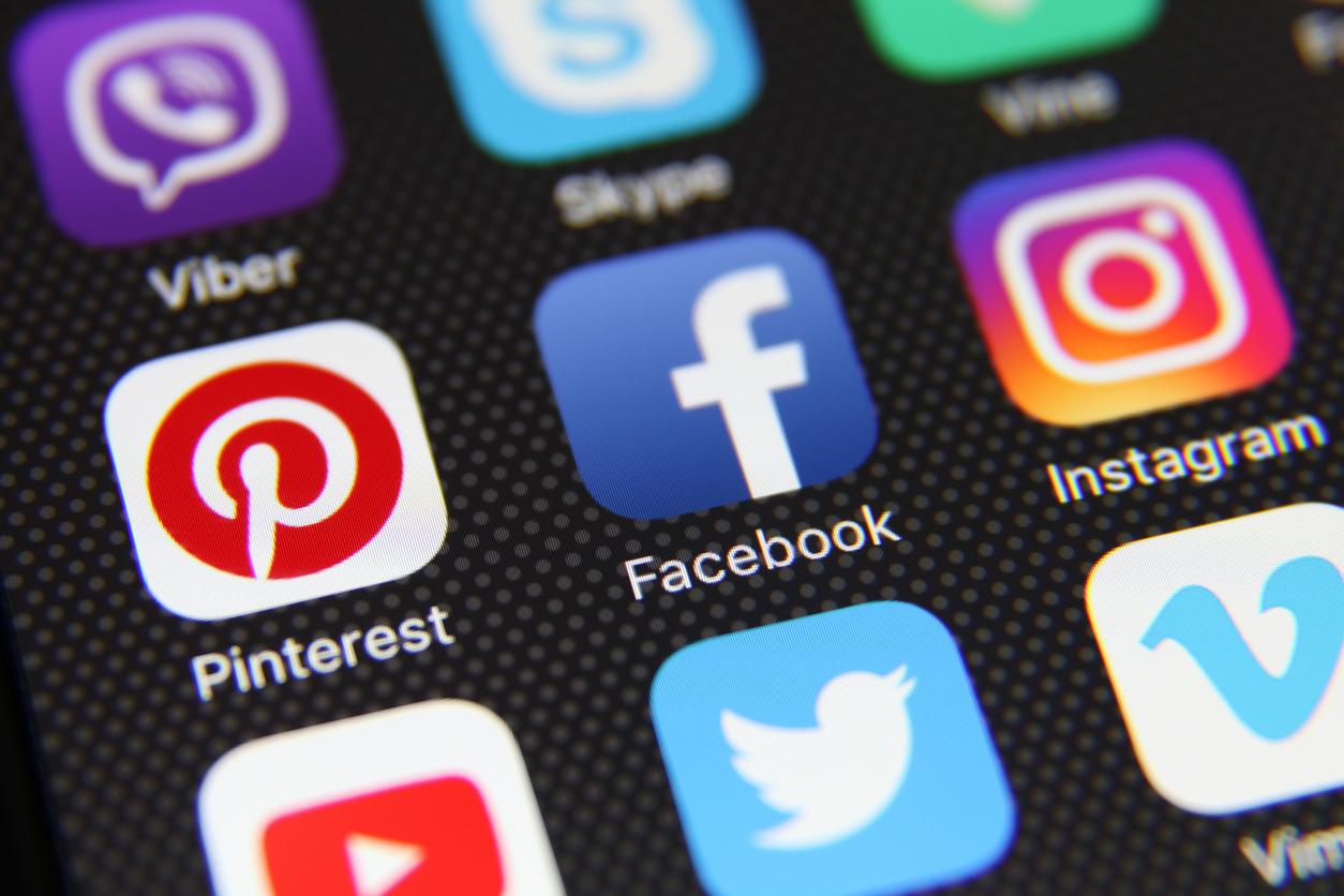 Роскомнадзор дал Google, Twitter и Facebook срок до конца мая для локализации данных россиян