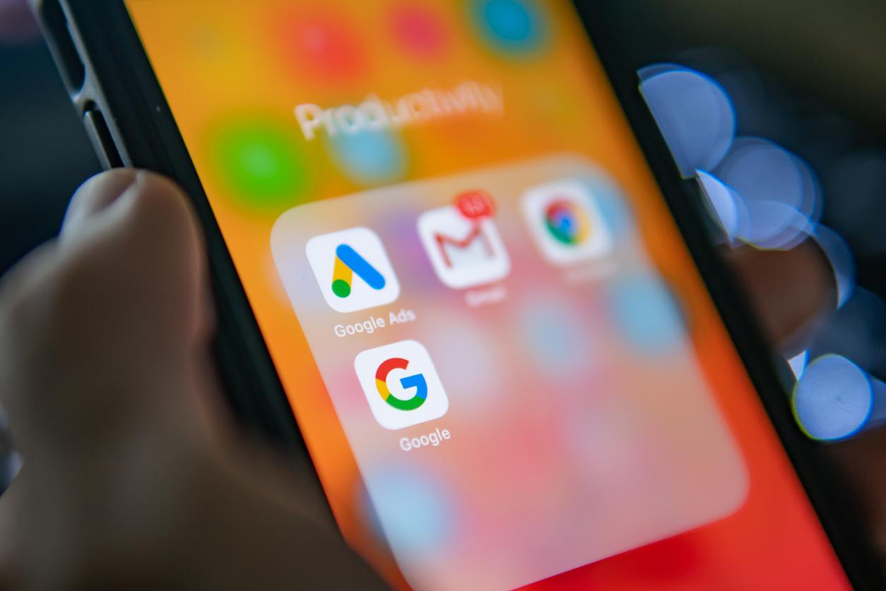 Роскомнадзор дал Google сутки на удаление запрещенного контента и пригрозил замедлением трафика