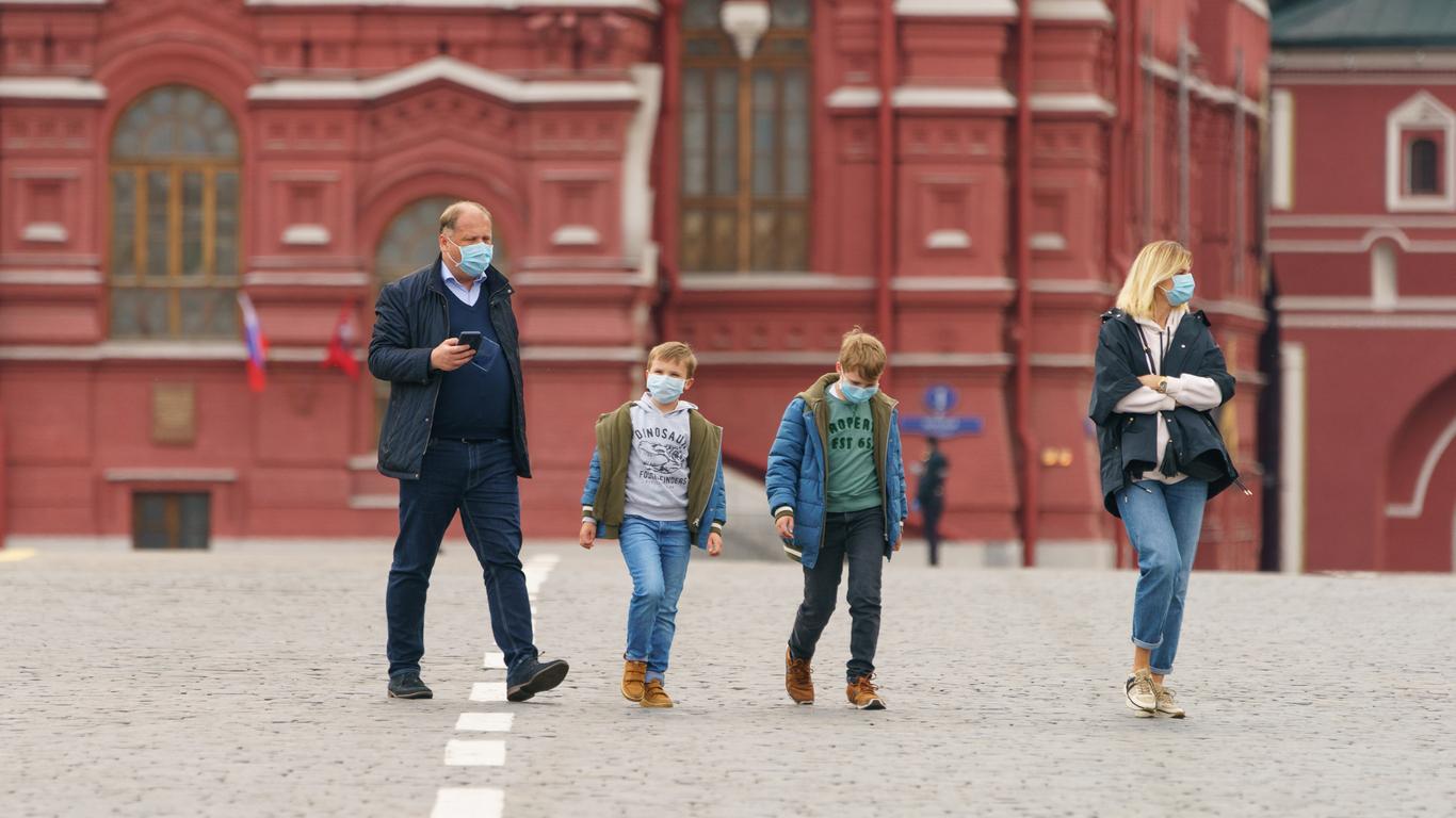 Средний класс в России из-за пандемии скатывается в бедность  ректор ВШЭ