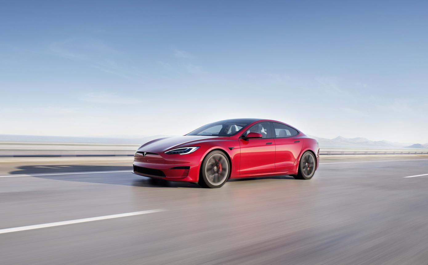 Tesla отказалась от производства своего самого дорогого седана Model S Plaid