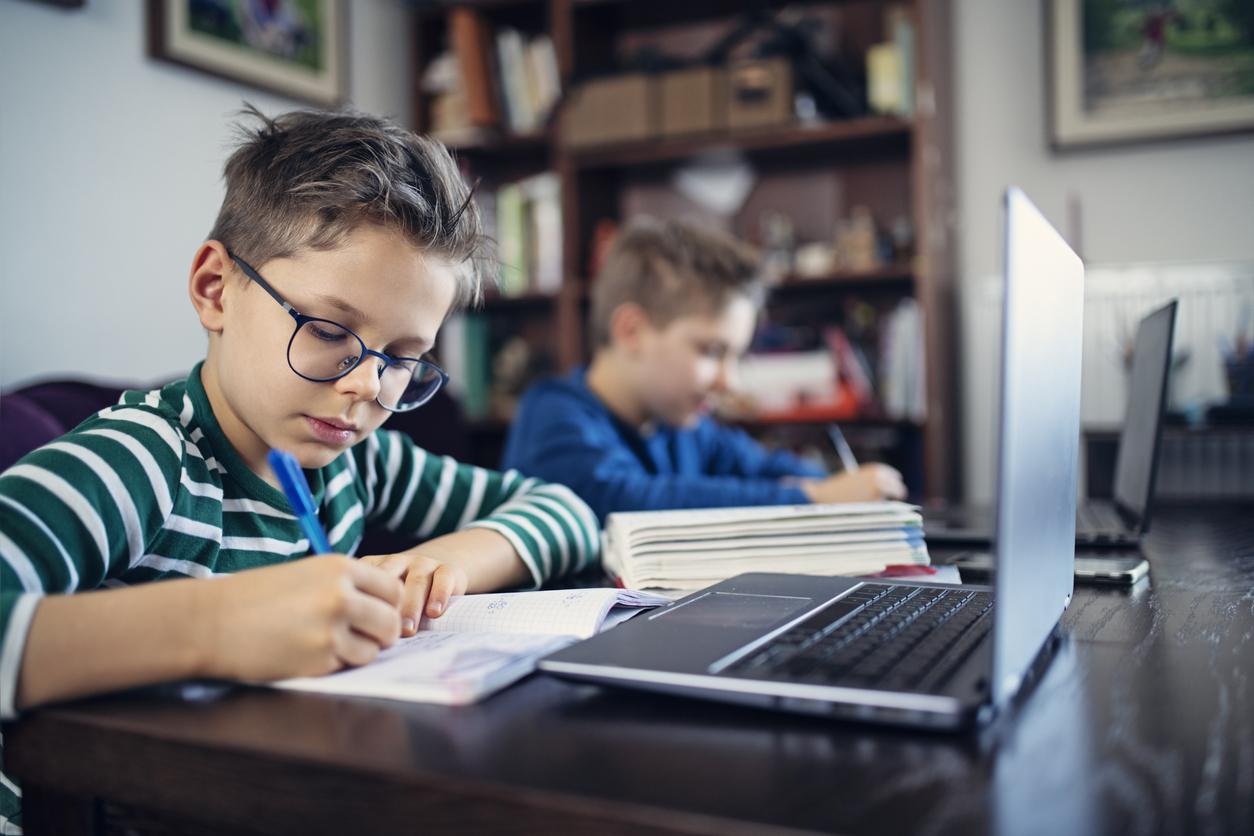 Онлайн-школа Учи.ру инвестировала в два образовательных проекта