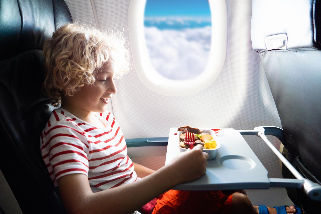 ВкусВилл начнет продавать готовые блюда на рейсах Azur Air