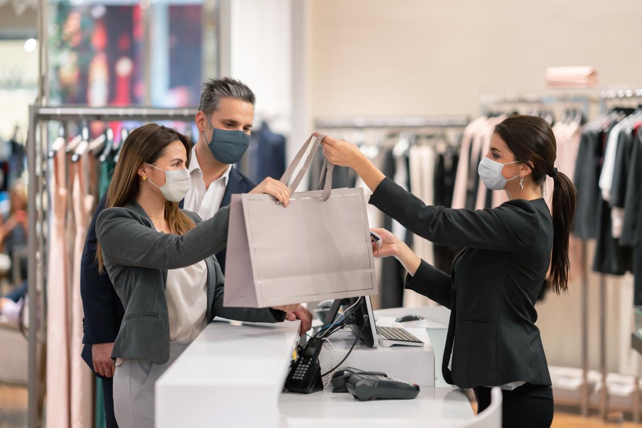 Россияне втрое увеличили расходы на одежду и обувь, но стали экономить на еде