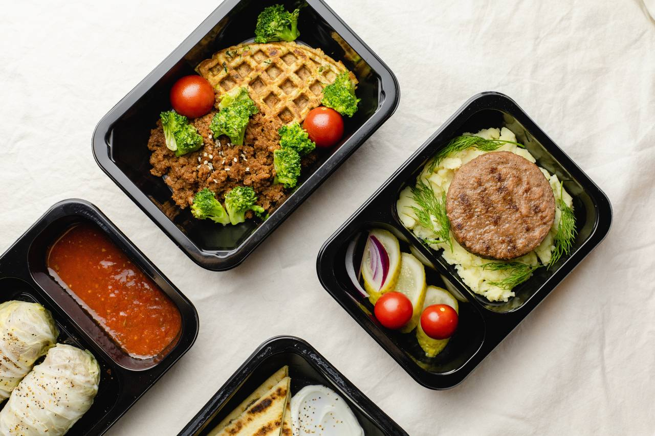 Сервис доставки готовой еды justfood первым на российском рынке добавил в меню растительное мясо