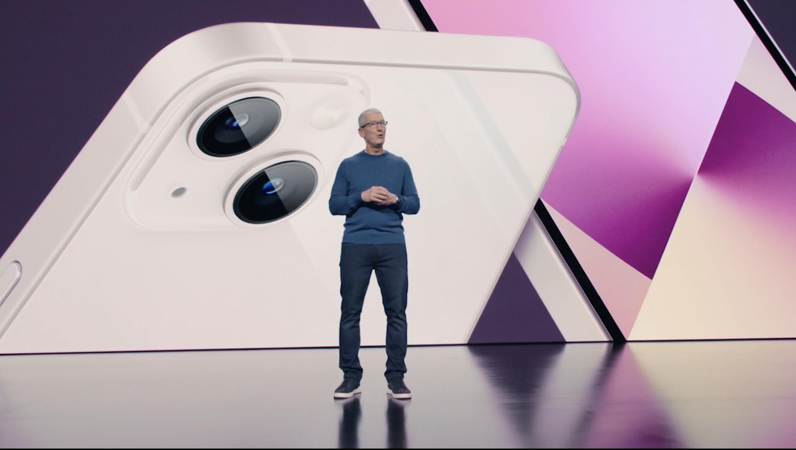 Apple представила новый iPhone 13. Теперь камеры расположены по диагонали