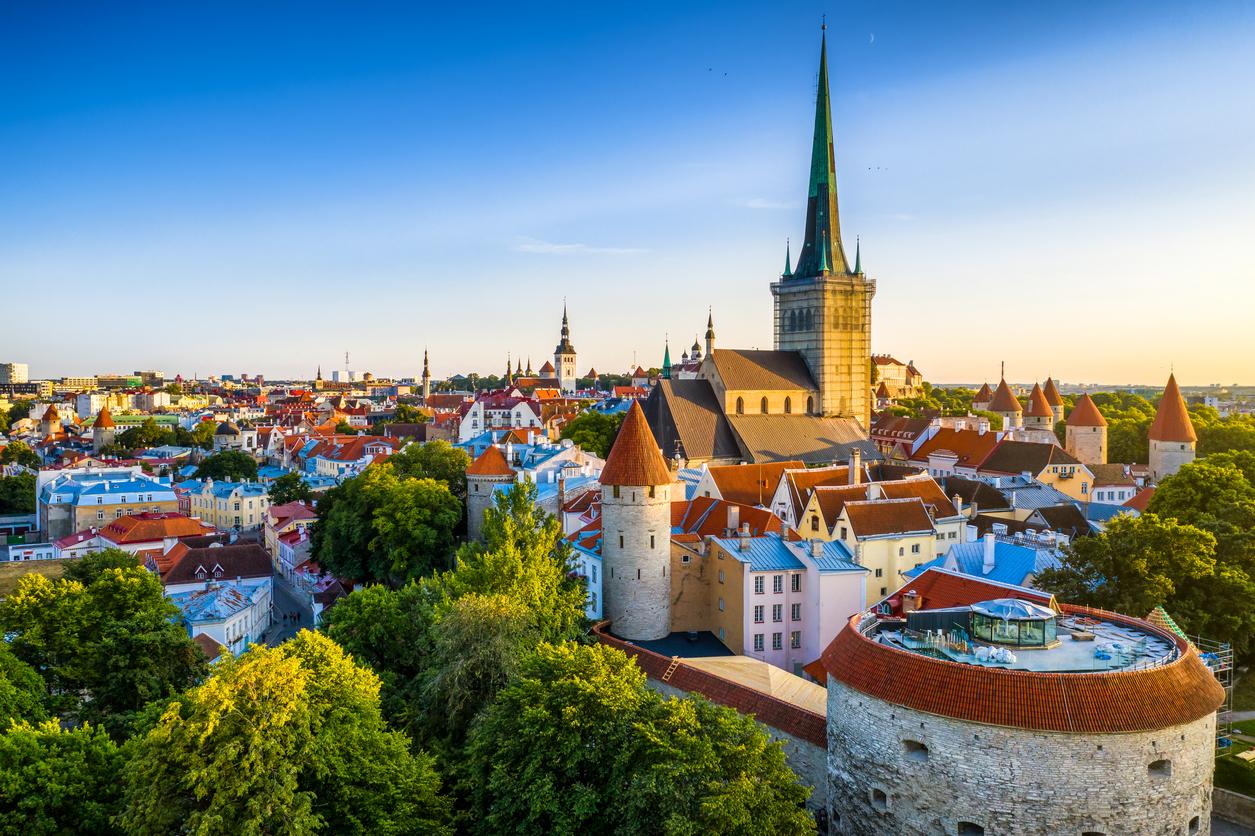 Вакцинированным Спутником V разрешили въезд в Эстонию
