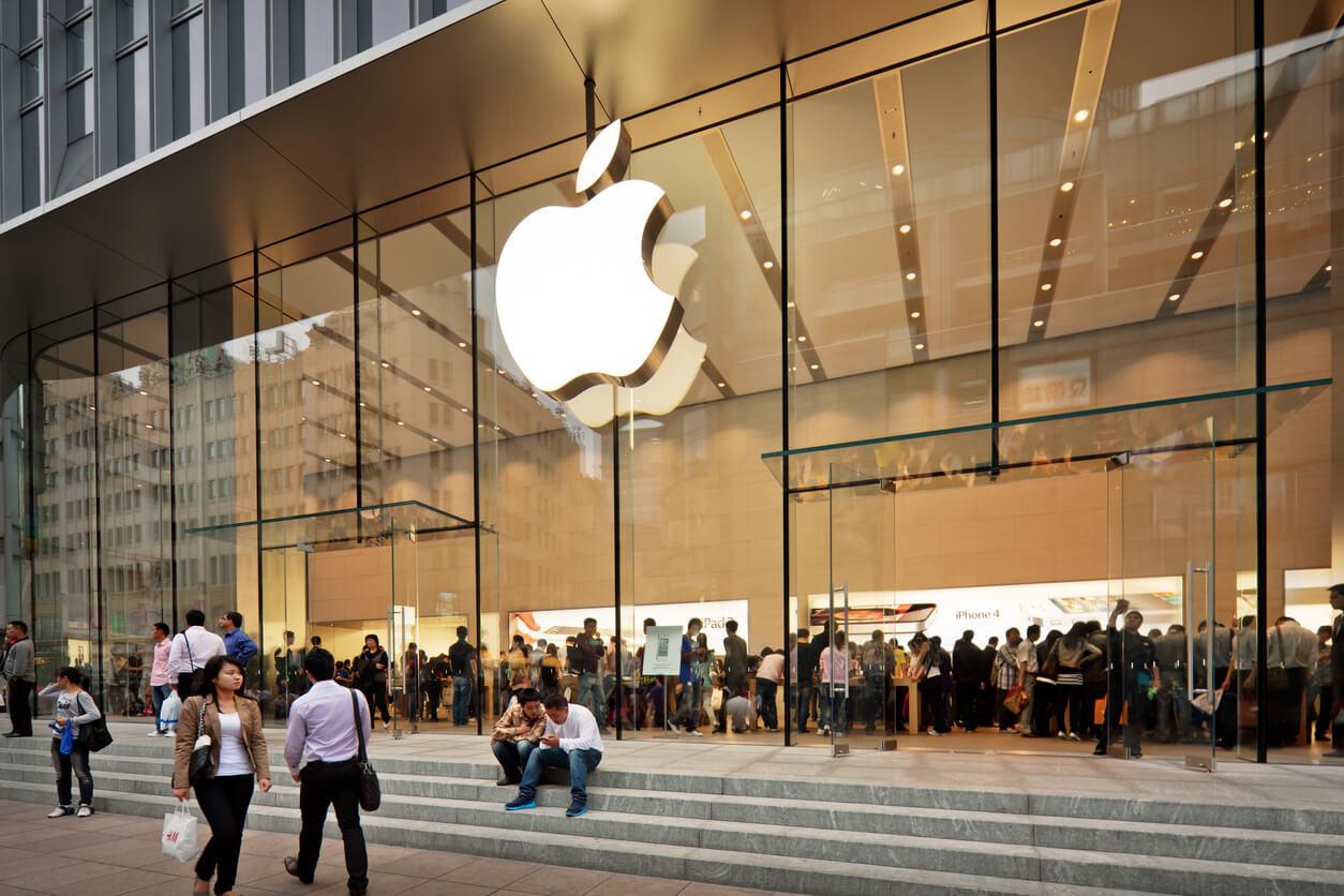 Bloomberg: Apple может представить iPhone без челки и часы с улучшенной защитой уже в следующем году