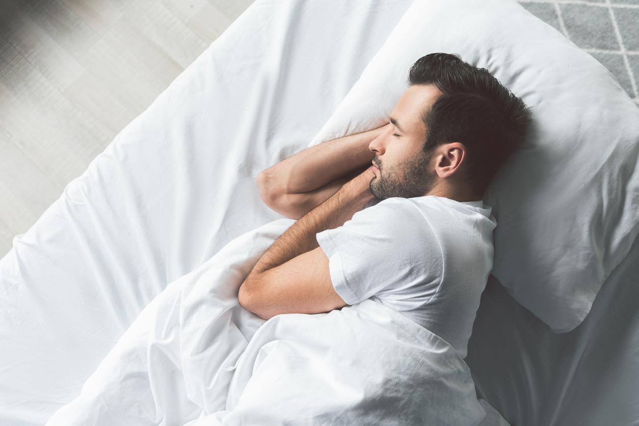 Врач посоветовал использовать метод 4-7-8, чтобы мгновенно засыпать