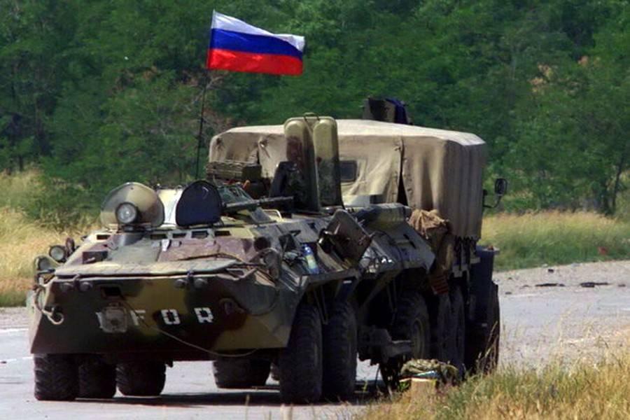 Торжественное прохождение подразделений российского миротворческого контингента KFOR в честь прибытия В. В. Путина в аэропорт «Слатина» в июне 2001 года