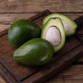 Авокадо ~ 170 гр.