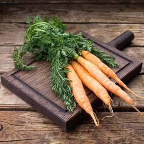 Морковь с ботвой ~ 400 гр.